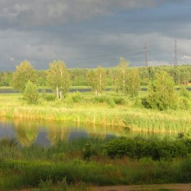 Панорамный пейзаж — река перед грозой