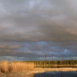 Речной пейзаж. Панорама с круглой радугой.