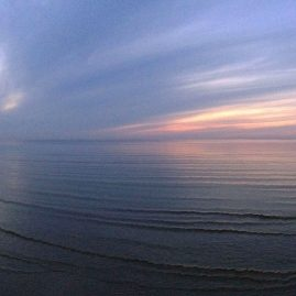Закат на море. Панорамный пейзаж.