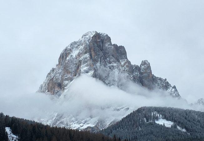 Сассолунго -  ненастное утро, февральский снегопад