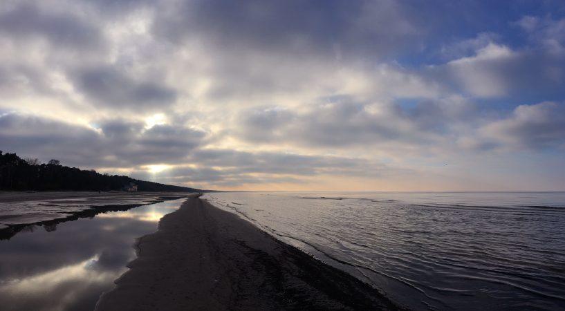 Морской пейзаж в марте. Юрмала. Закат.
