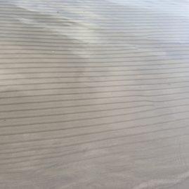 Морские отливы рисуют узоры на песке